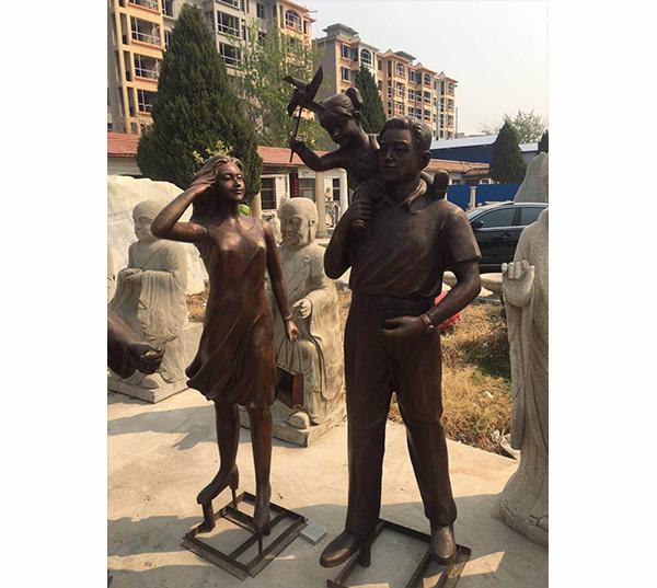 小区一家人雕塑