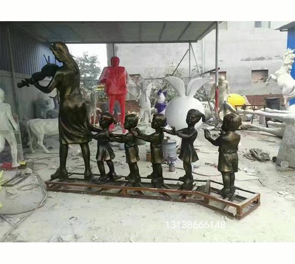 师生校园雕塑