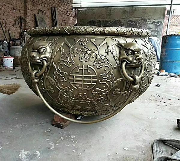 狮头铸铜缸