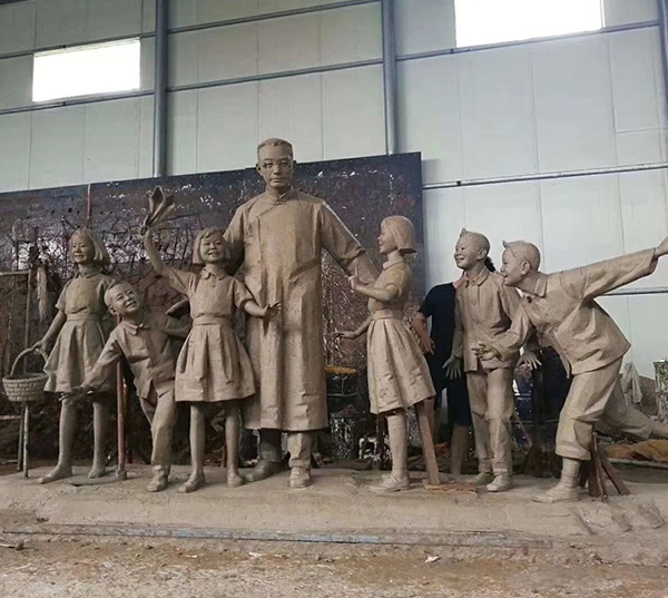 学校师生铜像