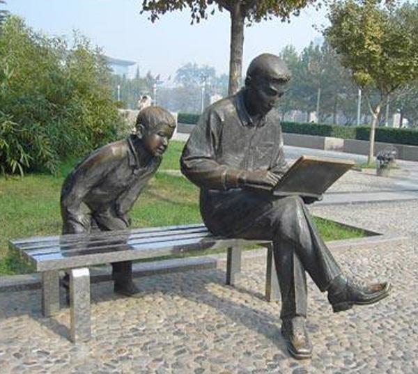 广场人物铜像