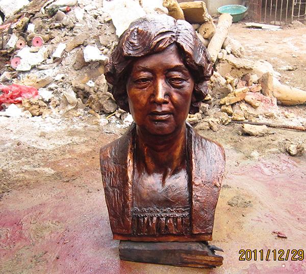 现代人物肖像雕塑