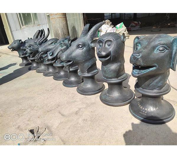 十二兽首雕塑