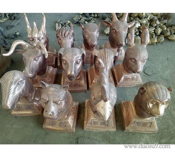 铸铜十二兽首雕塑
