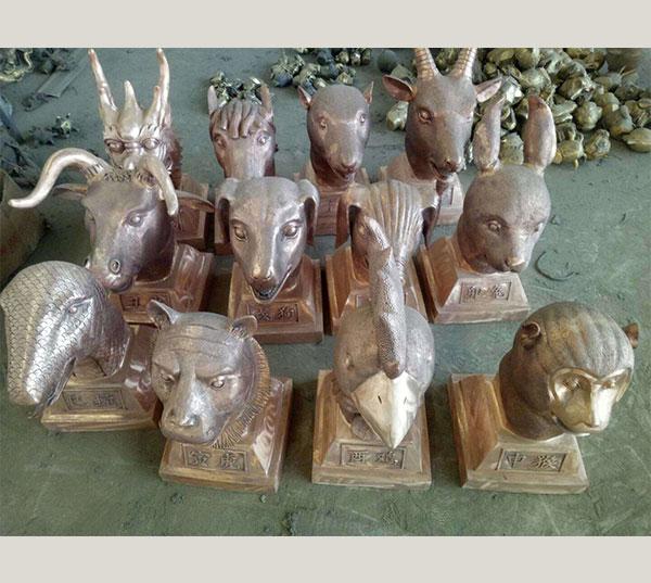 十二兽首铜雕