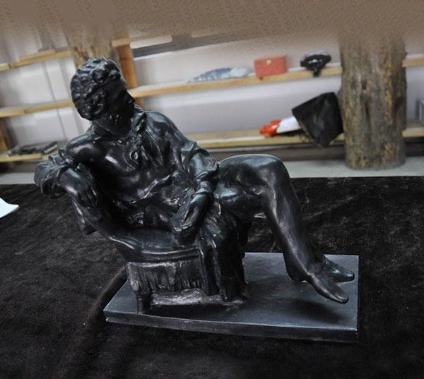 铸铁人像雕塑