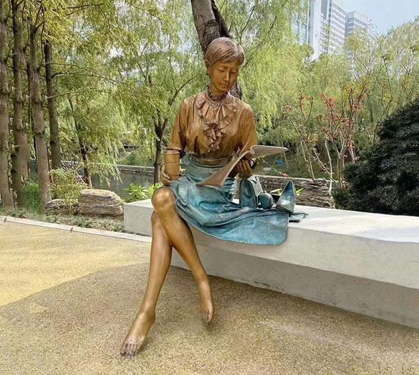 公园人物铜像